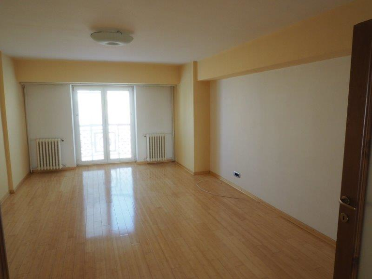 Vanzare apartament, 4 camere, in Sector 3, zona Decebal