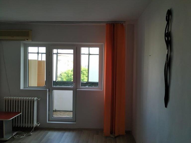Se vinde apartament, 3 camere, in Sector 4, zona Timpuri Noi